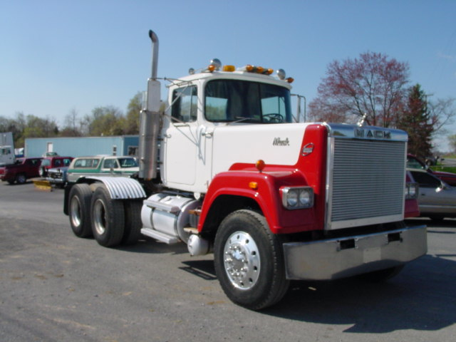 1982 Mack SUPERLINER