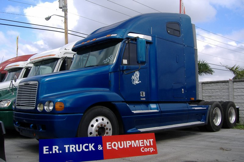 Truck 1998 Freightliner FLC120 For Sale