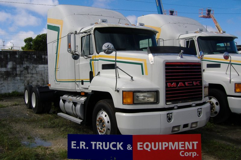 Truck 2000 Mack CH613 For Sale