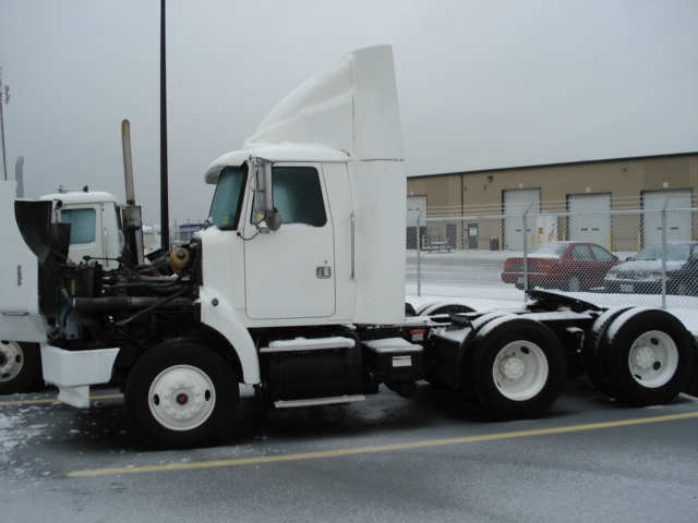 1999 White/Gmc WG64T