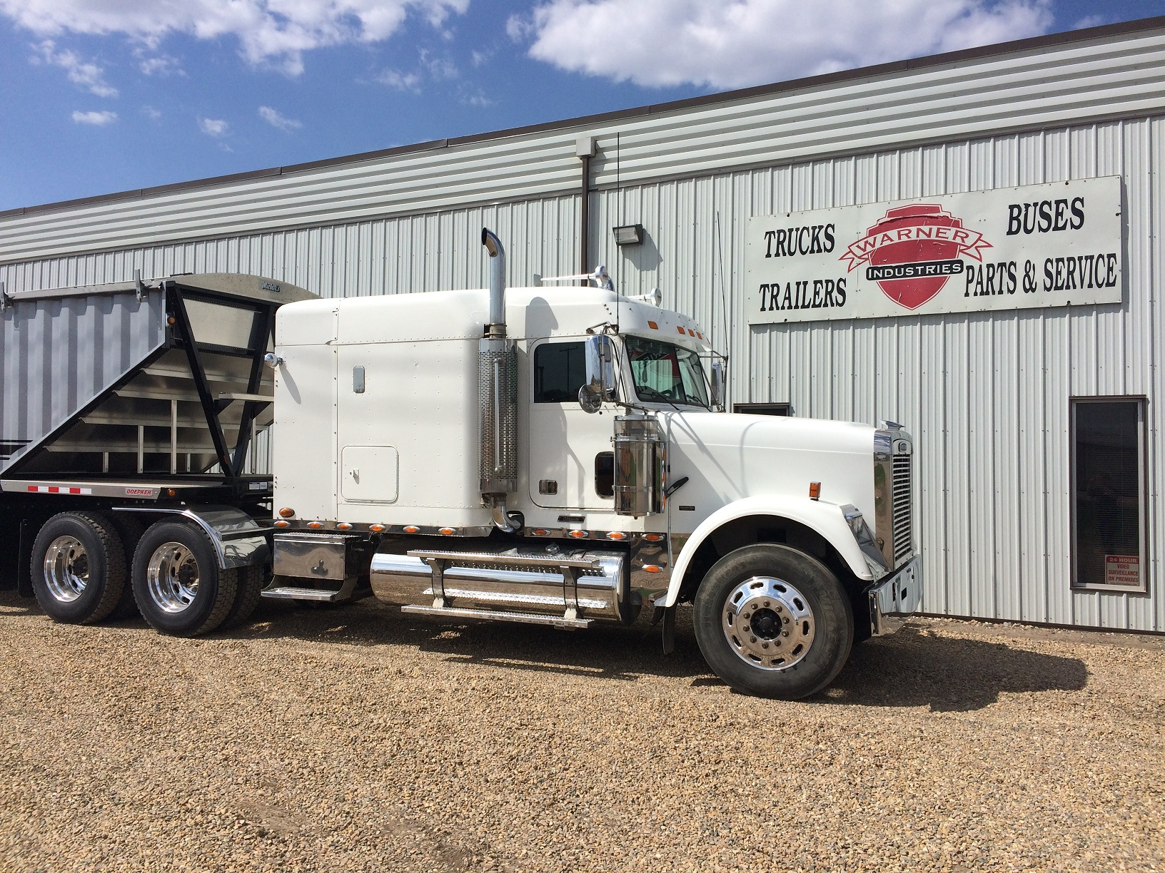 2007 Freightliner FLD12064T-CLASSIC